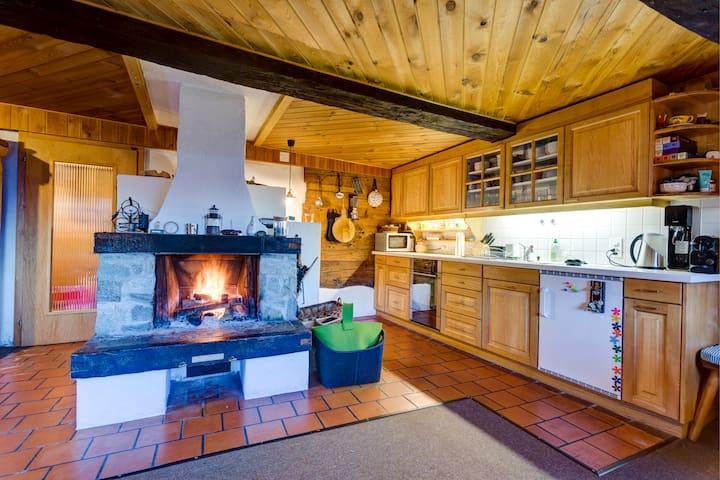Liebevoll ausgebauter Walser-Stall in den Bergen - Valendas - Hut
