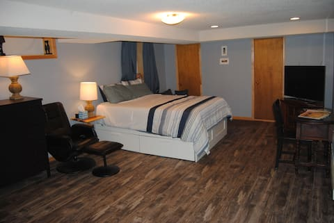 Bed/Bath/Kitchenette by Downtown MPLS and MOA