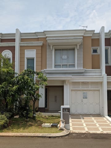 Fully furnished house in Gading Serpong