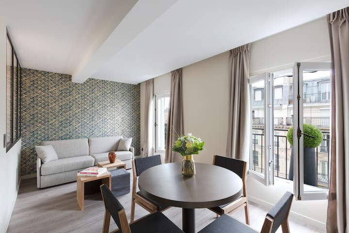 Apartment between Louvre & Notre Dame with AC