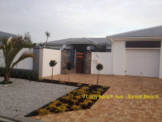 4 BEDROOM HOUSE SUNSET BEACH - Cape Town - Dům