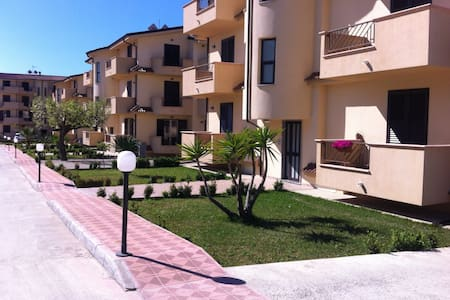 Apartment with pool, near the beach, Sleeps 6 A/C - Gioiosa Ionica - Wohnung