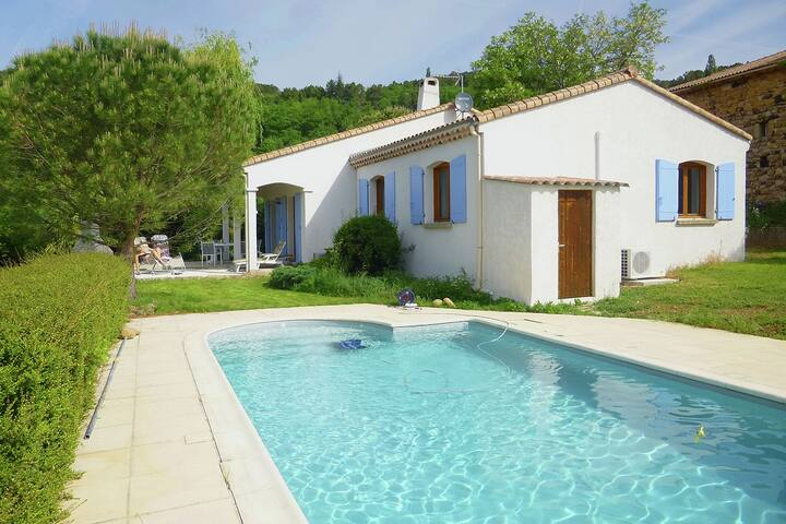 Ground-flour villa with airco, heated private swimming pool and beautiful view