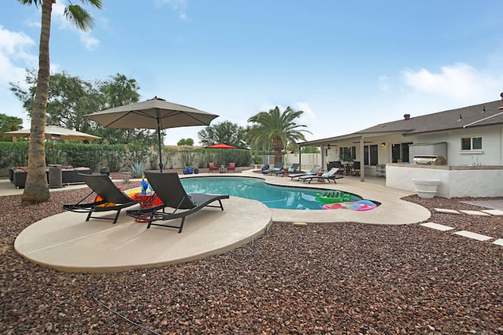 Endless Summer ★ 6 BD ★ Pool & Guest House!