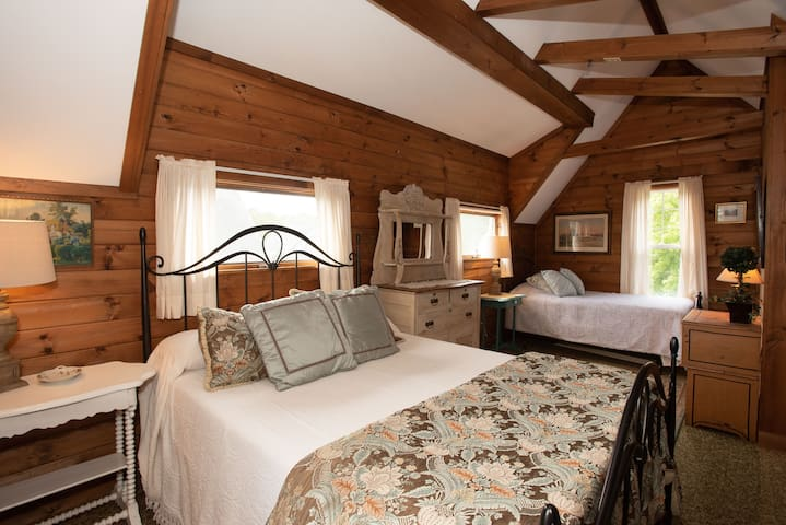 Upstairs bedroom one queen and one twin bed