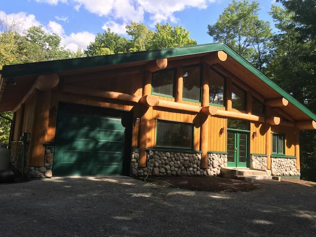 Sugarhouse Log Chalet on Upper Rideau Lake - Westport - Casa