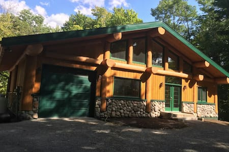 Sugarhouse Log Chalet on Upper Rideau Lake - Westport