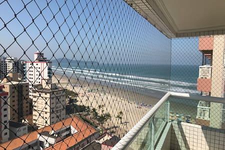 Apto na cidade de Praia Grande, próximo ao mar!