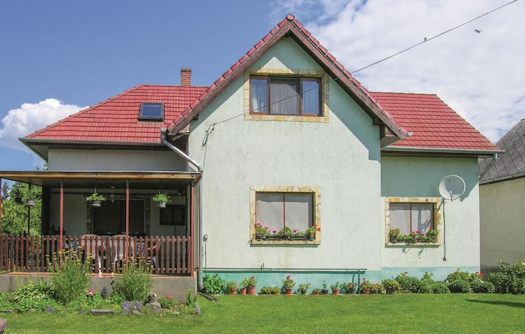 Holiday apartment with 2 bedrooms on 80m² in Vonyarcvashegy
