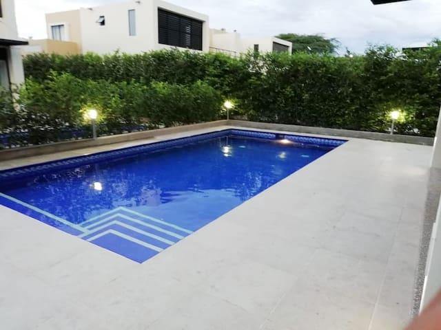 Hermosa Casa en Ricaurte con piscina privada!