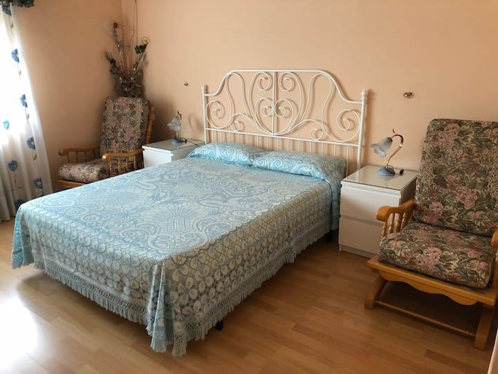 Habitación Suite cama de matrimonio y baño privado