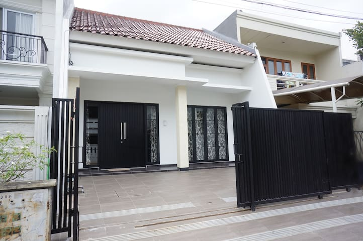 Town House Puri - West Jakarta (White Room)