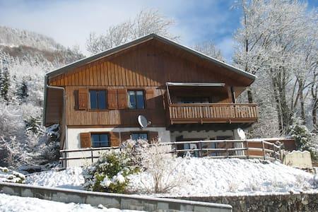 Grand chalet exposé plein sud en Savoie - Aillon-le-jeune - Hus