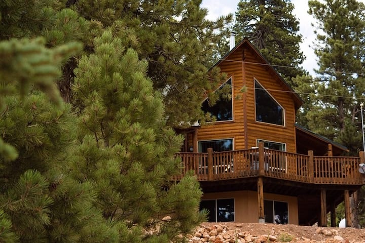 Joyful Family Cabin in Duck Creek Village