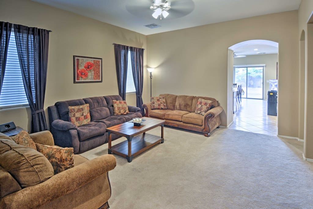 Claim this spacious Maricopa vacation rental house as your own!