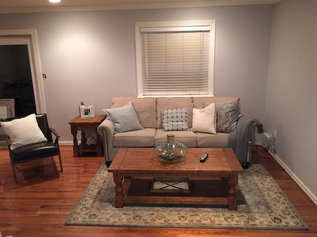 15 min to DC, Furnished 3 Brdm Townhome - Fairfax - Townhouse