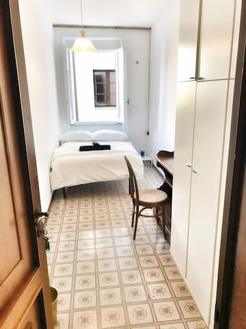Luxury Room between Train Station and City Center!