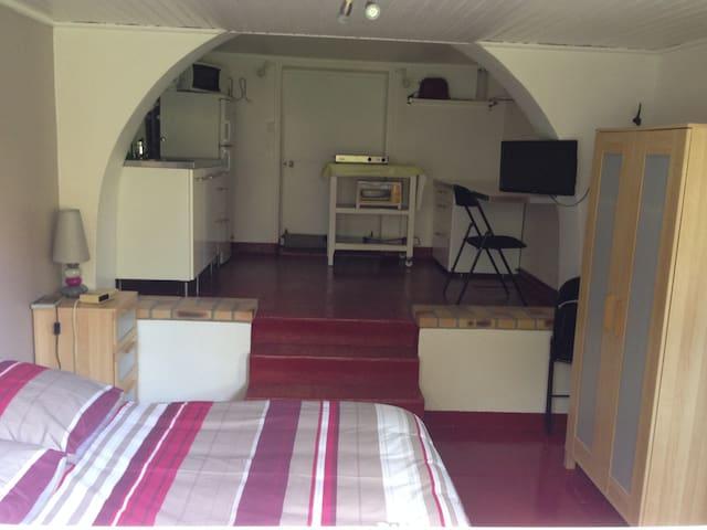 studio rez de jardin dans maison - Les Pavillons-sous-Bois - Ev