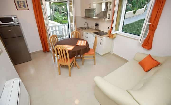 Apartments Villa Grlica - Comfort One Bedroom Apartment With Terrace and Garden View