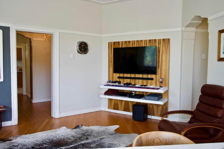 Retrofitted Rondebosch Two-Bedroom Apartment