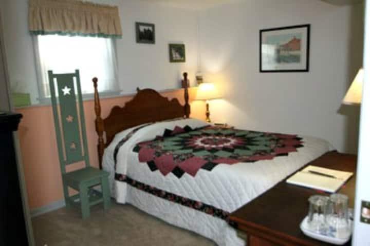 Carriage Corner's Dahlia Room