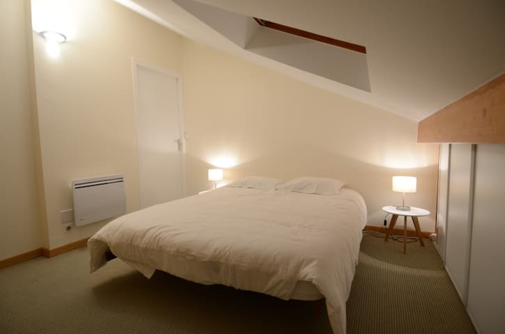 Chambre avec salon et salle de bain privative. - Prévessin-Moëns - Casa