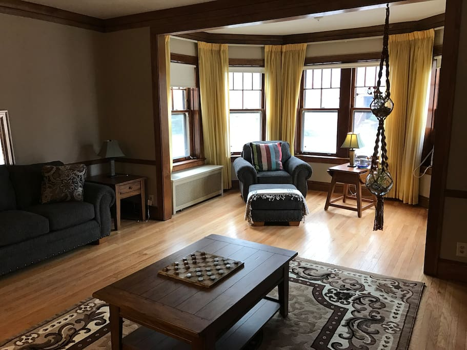 Beautiful Three Bedroom Apartment Near Loyola Apartments For Rent In Chicago Illinois United