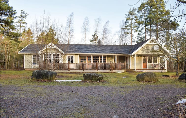 Holiday cottage with 4 bedrooms on 170 m² in Köpingsvik