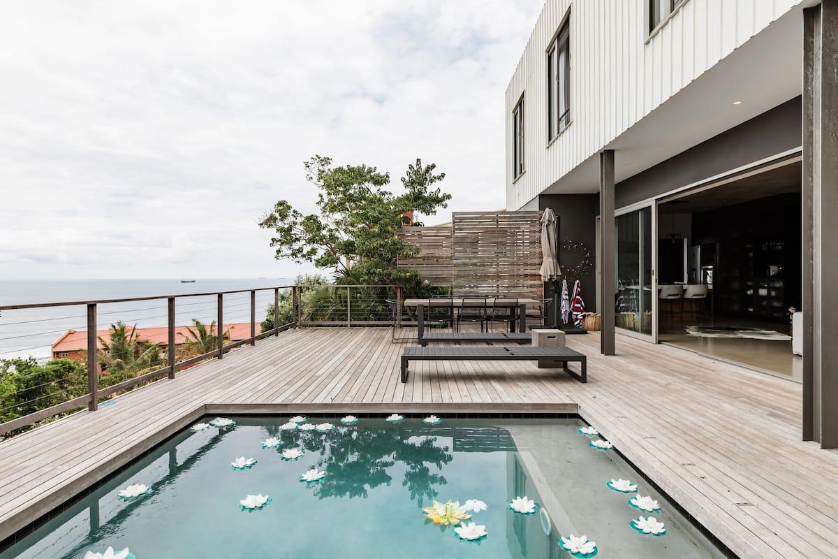 Maison de Plage' Beachfront Glamour-breathtaking Sea Views