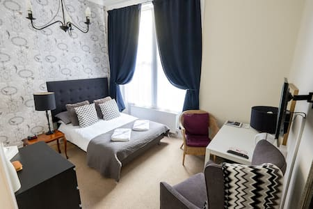 West End Charming Double Room  - Glasgow - Bed & Breakfast