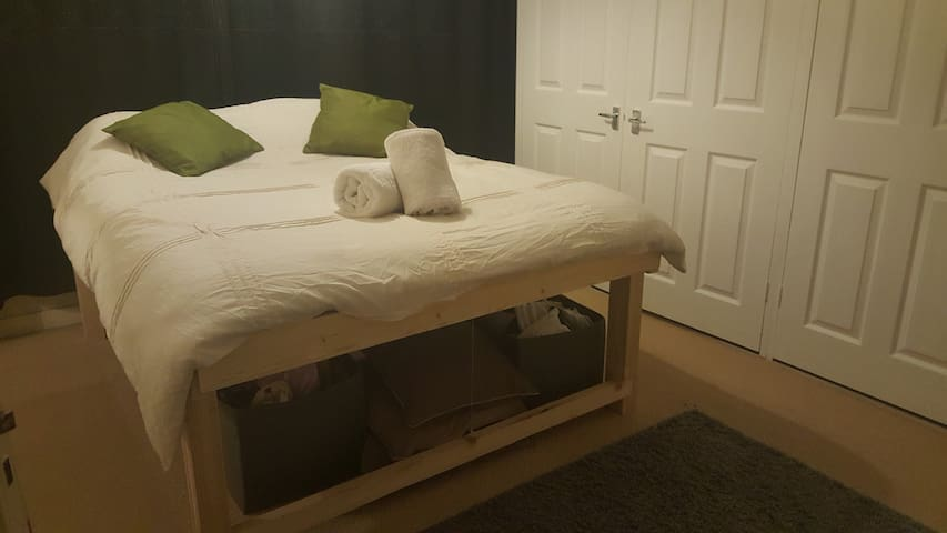 Cosy Double bed/Single bed room, near city centre.