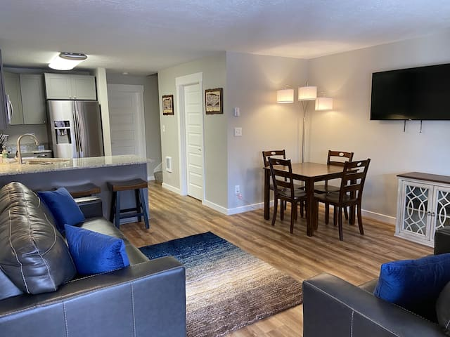 Remodeled 2 BD/2 BA Wolf Lodge Condo