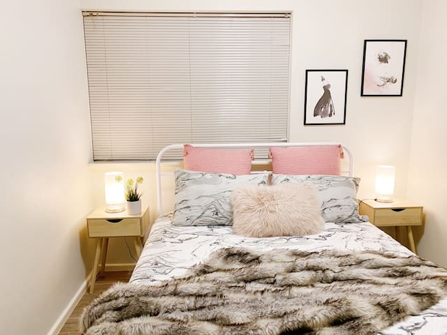 bedroom 2 with queen size bed and super comfortable new mattress