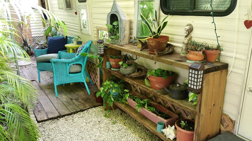 Secret Garden Guest House 1bed/1bath - Big Pine Key - Autocaravana