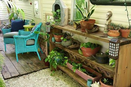 Secret Garden Guest House 1bed/1bath - Big Pine Key
