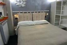 bed  lit