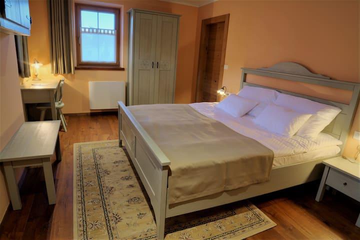 2-bed room in Hotel Zamorc, B&B