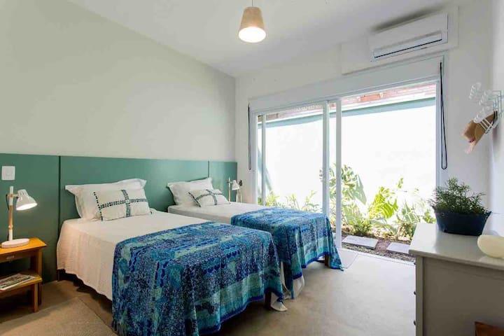 Suite 2 com duas camas solteiro padrão