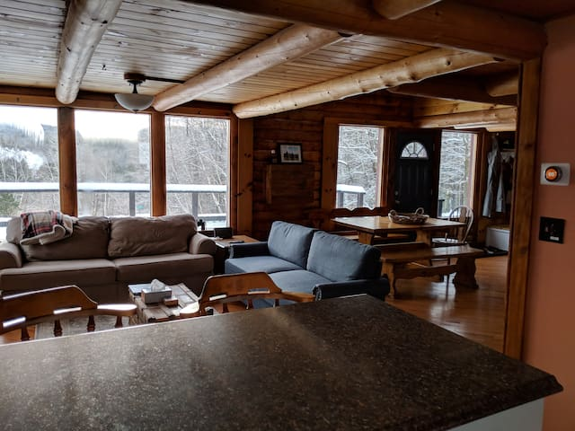 Private Log Cabin 8 minutes from Okemo Base Lodge
