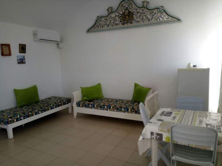 hammamet studio meuble a 200 m de la mer en centre