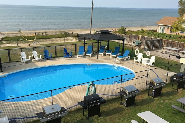 Wasaga Beach 6A | Beachfront Pool Volleyball