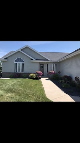 EAA home close to Fond du lac airport and 20 minutes from Oshkosh EAA grounds