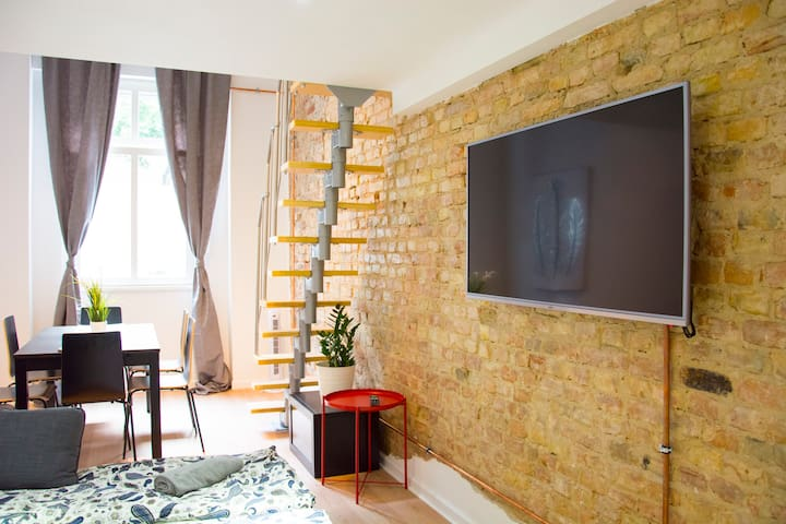 Mitte PrenzlauerBerg Industrial Style Apartment