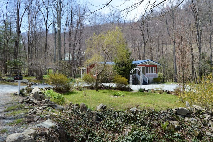 'Got Rocks' 1 acre on Watauga River w/ Gazebo