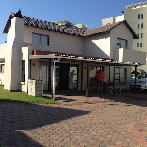 Beach Apartment in save complex - Mossel Bay - Flat