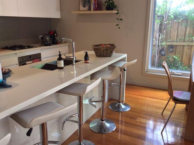 Modern 2 bedroom Townhouse in Hughesdale - Hughesdale - Apartmen