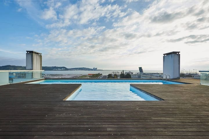 Algés Lexus: Sea view, FREE Parking & Pool