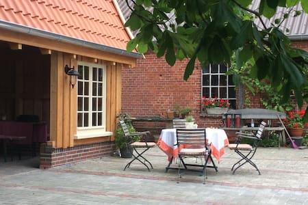 """""""Strohsuite"""" auf dem Willrathshof - Neßmersiel / Dornum - Bed & Breakfast"""