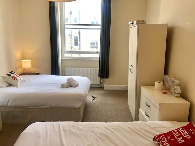 Bright Twin Room 10 mins to Marylebone Stn