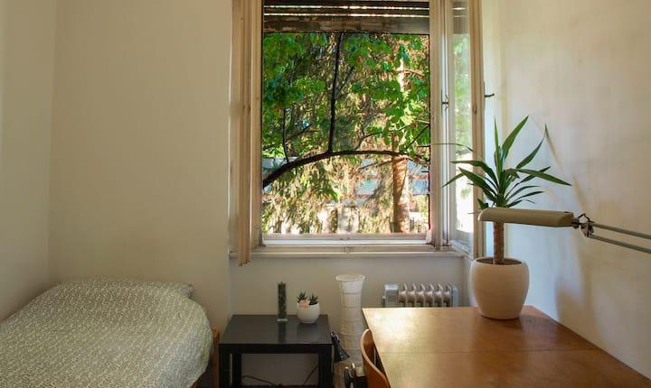 Simple room #5 near Tivoli park / free parking